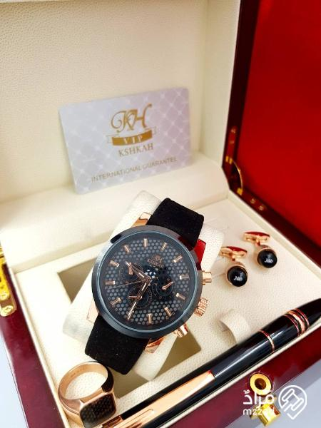 d7514210b95f2 مزاد على طقم ساعة رجالي من ماركة كشخة للساعات مع بطاقة الضمان سنة